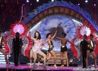 Sunny Leone's Sizzling Dance Performance at Zee Cine Awards 2017