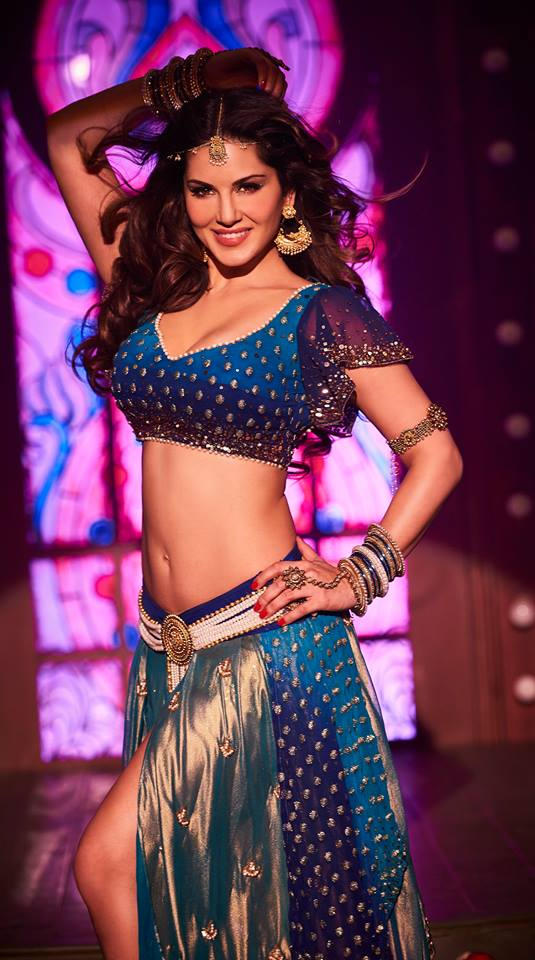 Sunny Leone Raees Item Song Look