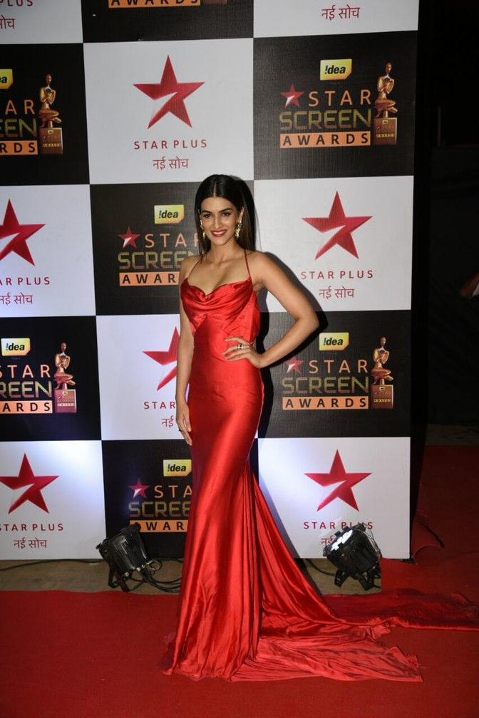 Kriti Sonan with a beauty pose at star screen awards