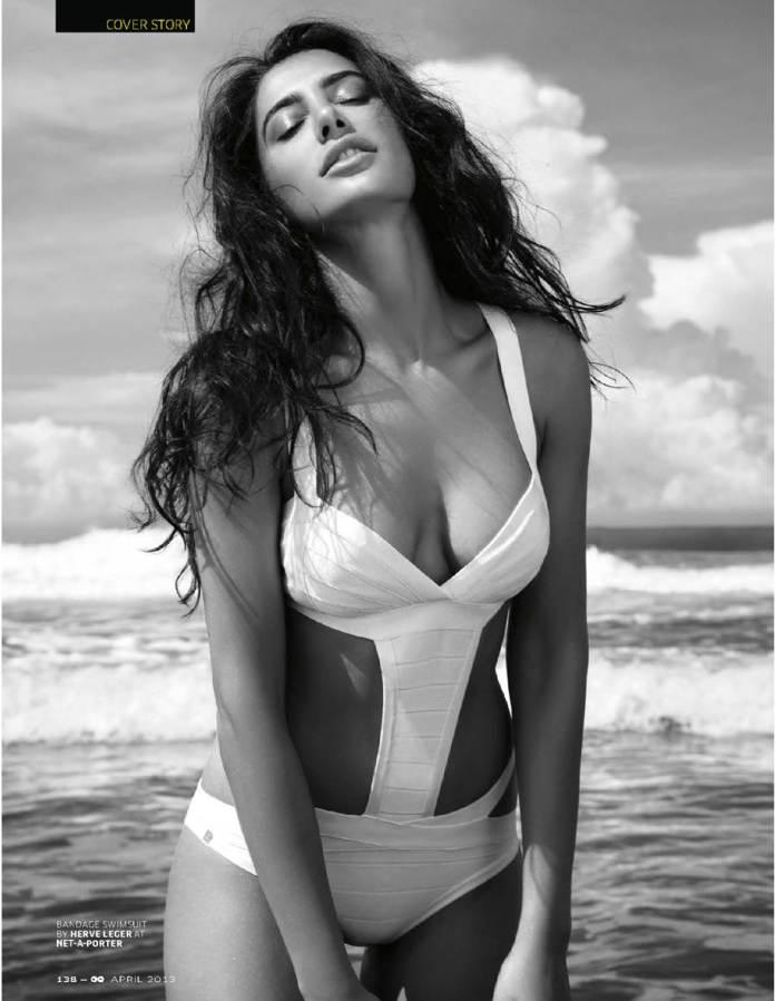 Nargis-Fakhria-bikini-pictures-2