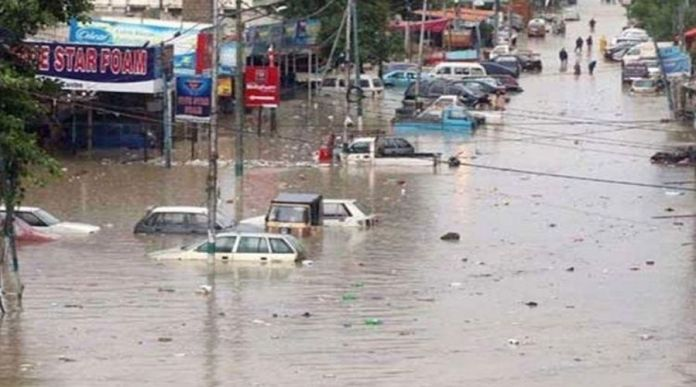 Heavy Rain in Karachi to continue till Tuesday: People sharing devastating pictures and videos on Twitter