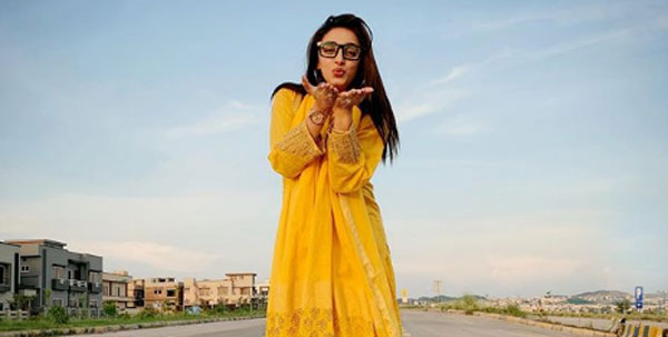 sanam-chaudhry-actress
