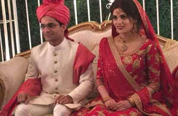 shahzeb khanzada with wife