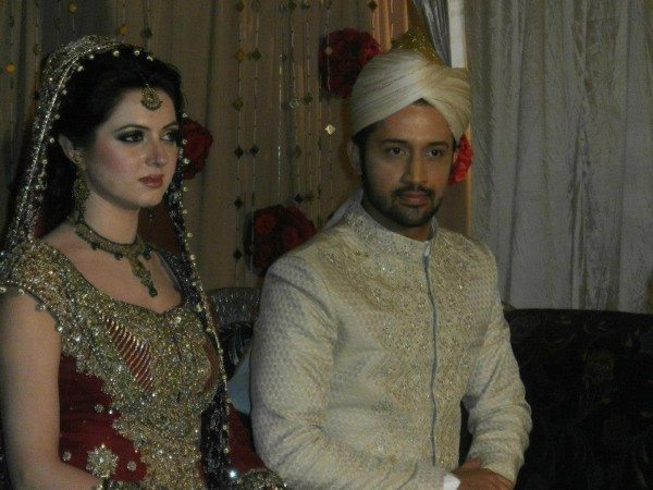 Atif-Aslam-and-Sara-Bharwana-Barat-Function-2-600x450