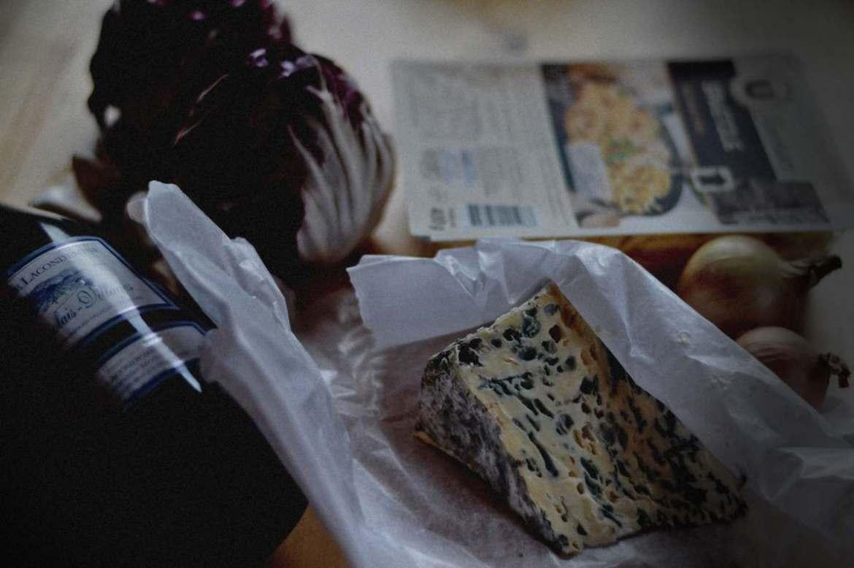 Spätzle with radicchio and wine blue cheese sauce by pakovska.com