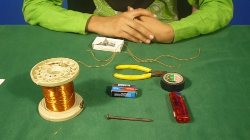 Make your own Electromagnet (Urdu)