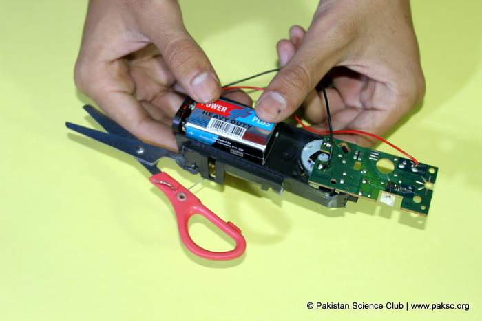 DIY Electric Scissor from CD-ROM is ready for action
