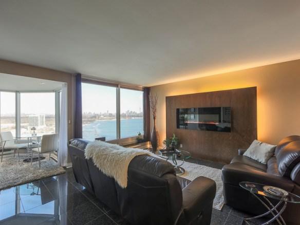 Palace Place Suite 2302 Living