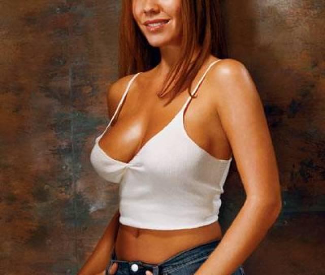 Nikki Cox Est Nee Le  A Los Angeles Nikki Cox Exprime Son Interet Pour Le Show Business Tres Tot Elle Est Reperee Tres Tot Pour Ses Talents De