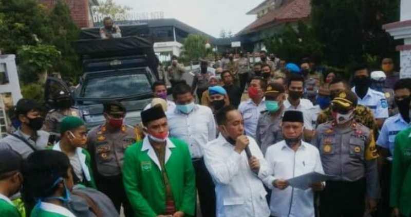 Massa Aksi HIMMAH NW Menyeruduk Kantor DPR Provinsi NTB, Tolak RUU HIP.