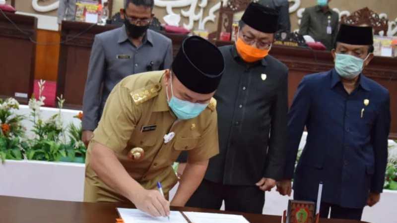 Gubernur Kalteng Dan Ketua DPRD Provinsi Tanda Tangani Raperda Pertanggungjawaban APBD 2019