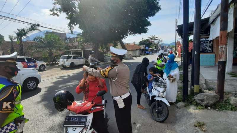 Pembagian Masker Dalam Rangka Ops Patuh Lodaya 2020