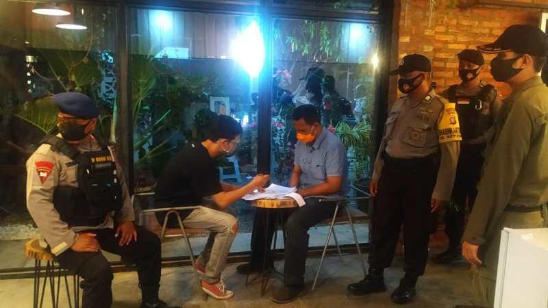 Pengunjung Caffe Di Rajawali dan Sisingamangaraja, Menjadi Teguran STC-19