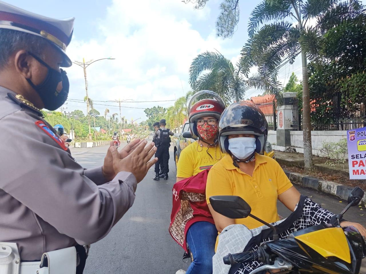 Personil Gabungan Polres Bartim Setiap Hari  Rutin Melakukan Sosialisasi Penerapan Prokes Ke Pengguna Jalan