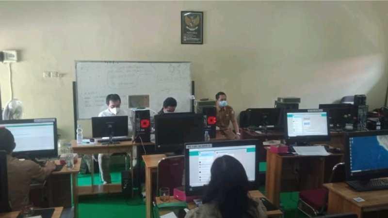 Bidang Teknisi Disdik Provinsi Kalteng Dampingi Uji Coba Tahap 2 USBK di SMA Negeri 1 Palangkaraya
