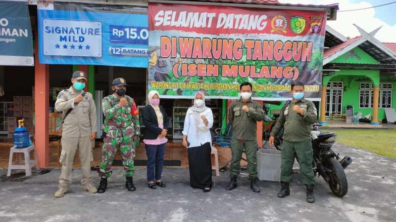 Babinsa Bersama Kelurahan Kalampangan dan Sat Pol PP Lakukan Patroli PPKM Mikro dan Karhutla