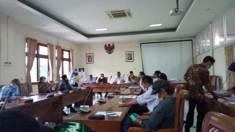 Audensi Dengan DPRD Jepara, Terkait TPA Gemulung Dan Penambang Pasir Laut