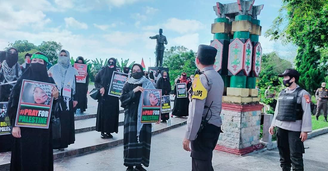 Aksi Solidaritas Peduli Palestina, Di Kawal Polresta Palangka Raya.