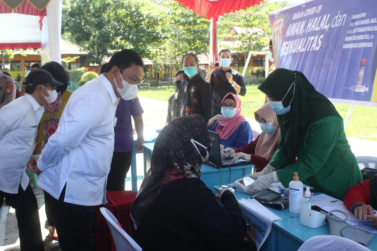 Wakil Gubernur Kalteng Tinjau Vaksinasi Massal di SMAN 1 Kahayan Hilir, Pulang Pisau