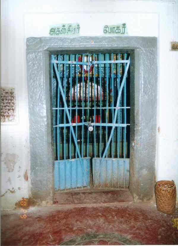 Thannasiappan Temple entrance.jpg