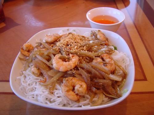 bun tom xao lemongrass shrimp with vermicelli