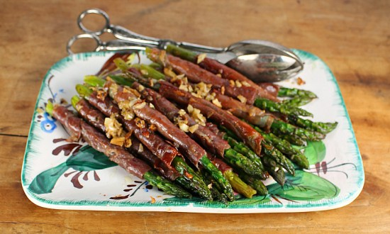 Asparagus with Crispy Garlic and Prosciutto
