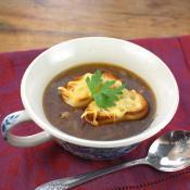 Soupe à l'oignon Gratinée: French Onion Soup