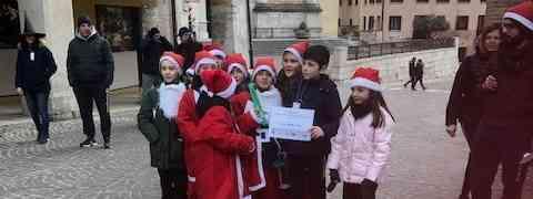 Corsa Babbi Natale e Befane. Donati 2.500 euro alle scuole