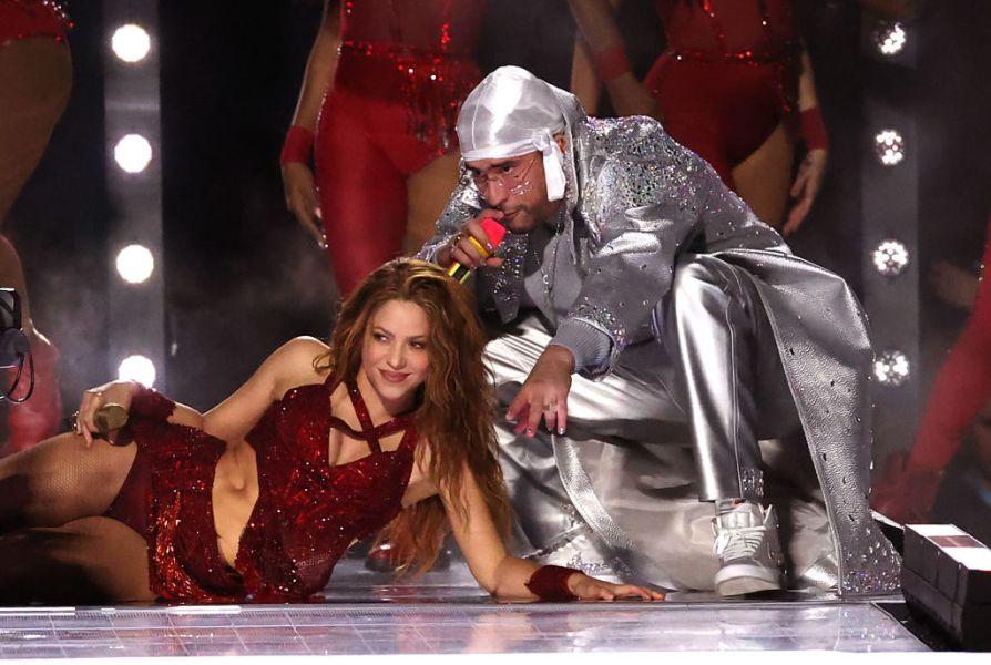 """Shakira e Bad Bunny juntos cantando """"I Like It""""."""