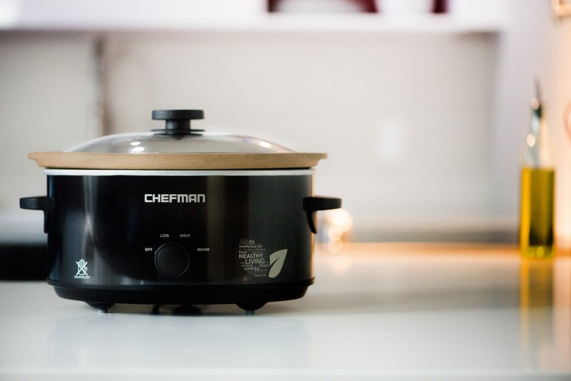 RJ15-5 Slow Cooker - The Chefman brand is all about adding real life value, providing you with the kitchen tools you need to make your life easier and more efficient. #paleofriendly