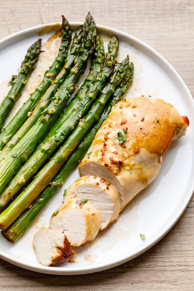 Easy 5 Ingredient Oven Baked Chicken Breast (Sheet Pan ...