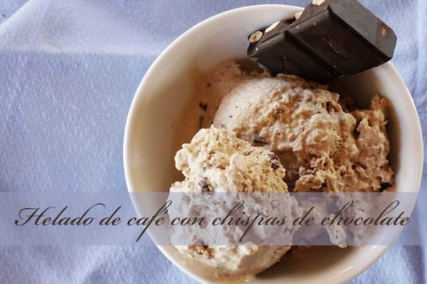 Helado de café con chispas de chocolate