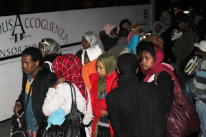 Affonda barcone, sfiorata la tragedia Salvati 200 eritrei a largo di Lampedusa