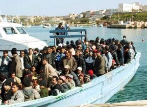 """""""Almeno dieci morti nel Canale di Sicilia"""" Superstite lancia l'allarme dalle coste libiche"""