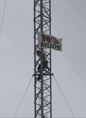 No Muos a Niscemi, scontri e denunce attivisti sulle antenne, l'ira degli Usa