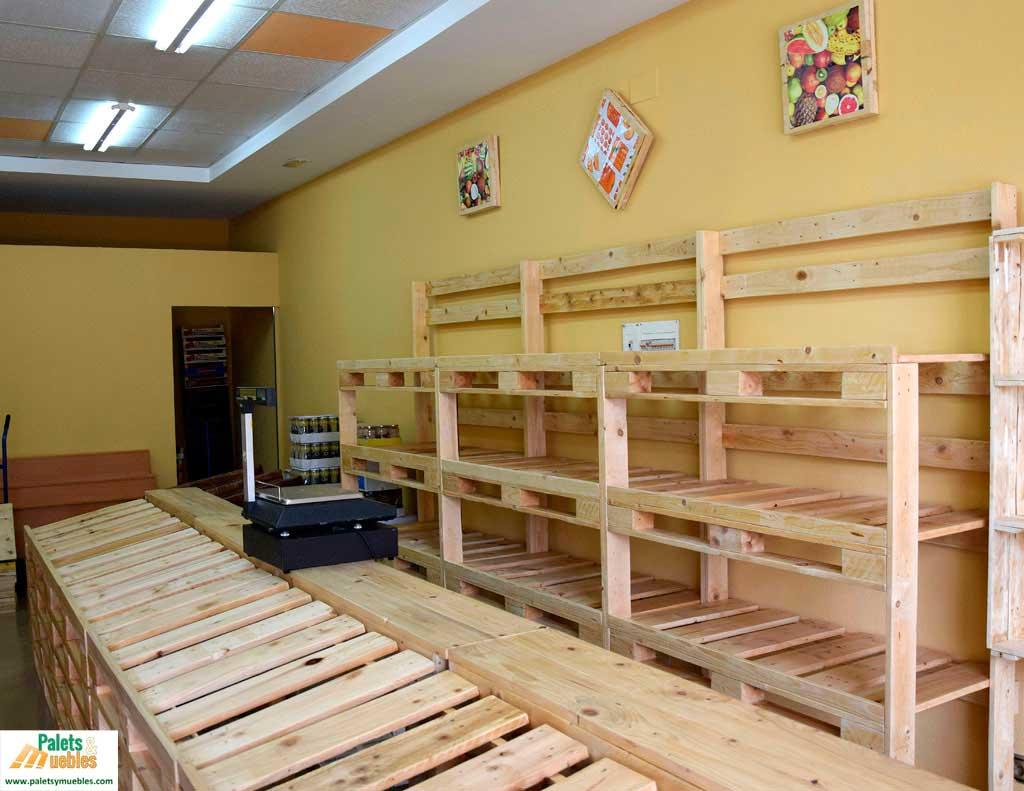 Mobiliario con palets para frutería - PALETS Y MUEBLES