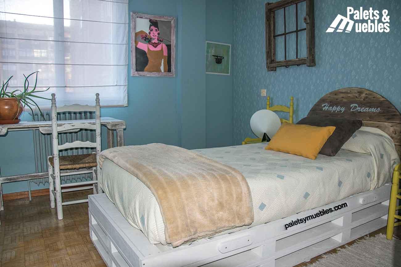 Dormitorio con palets y elementos reciclados palets y - Ideas con palets ...