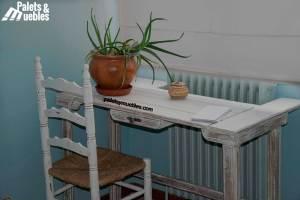 dormitorio con palets, mesa de palets