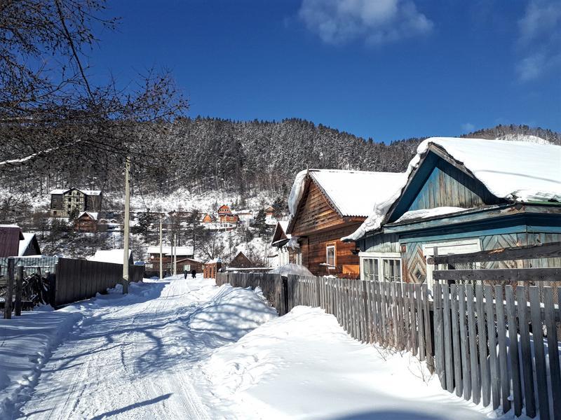 listvyanka wooden houses