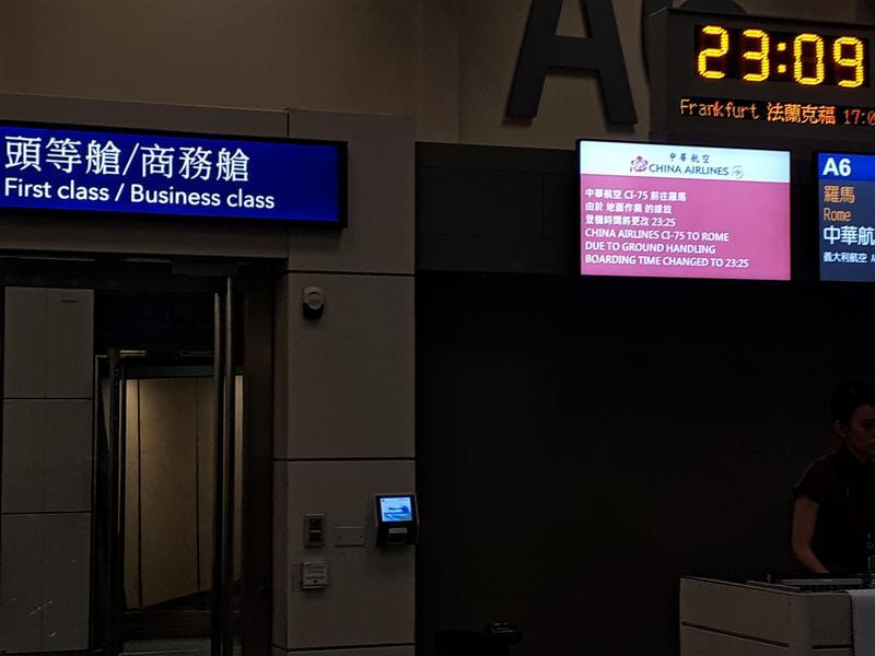 taipei airport boarding