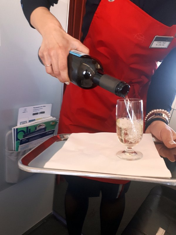 malagousia wine aegean airlines business class service