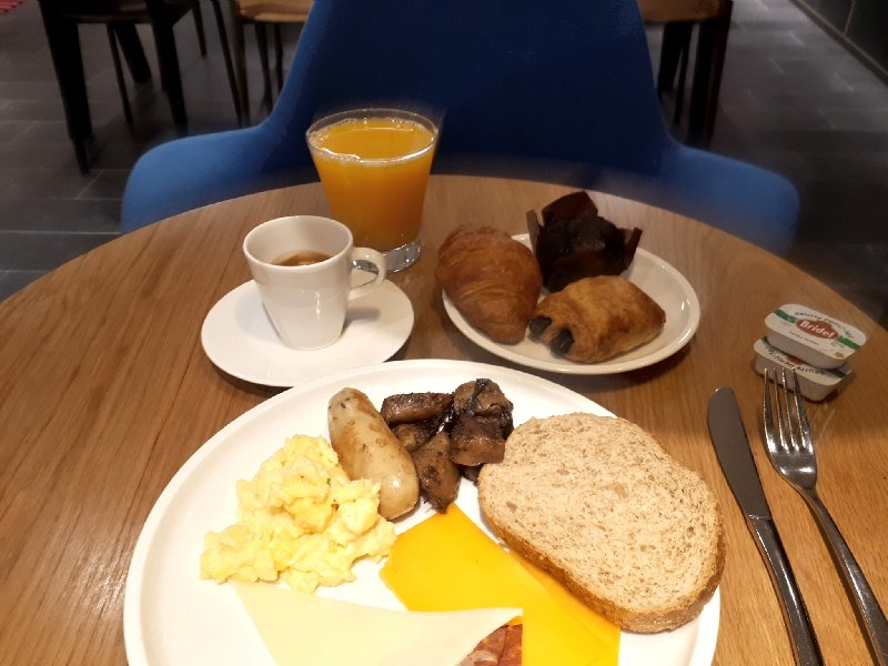citizenm breakfast