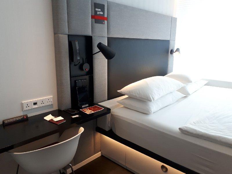 room desk hotel