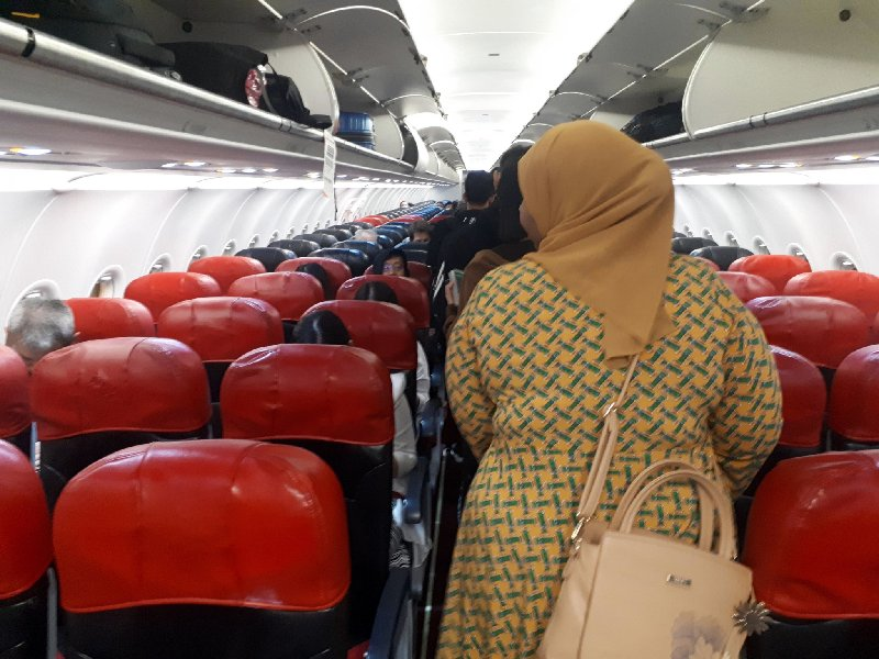air asia review boarding seats