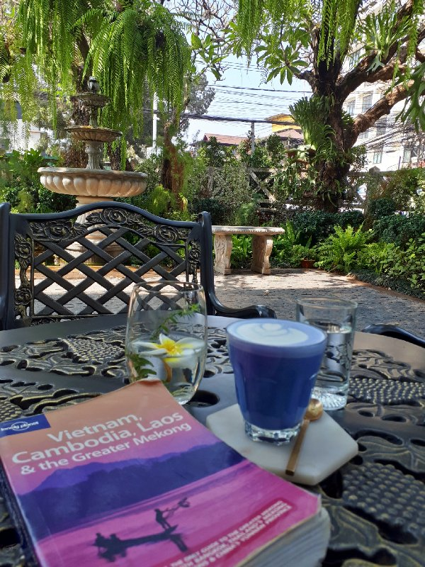 latte living library vientiane