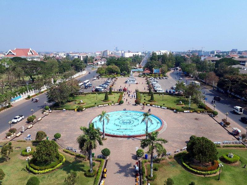 patuxay monument vientiane view