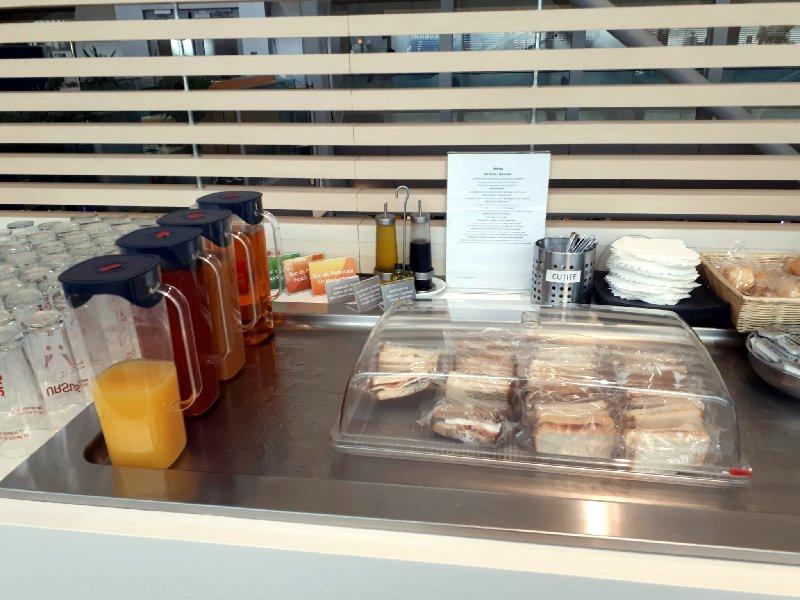 tarom business class lounge buffet