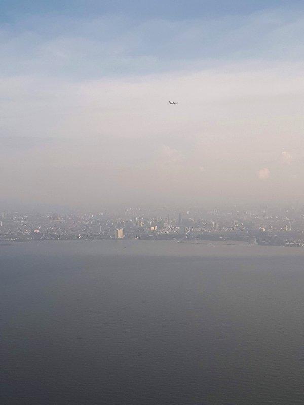 jakarta smog landing