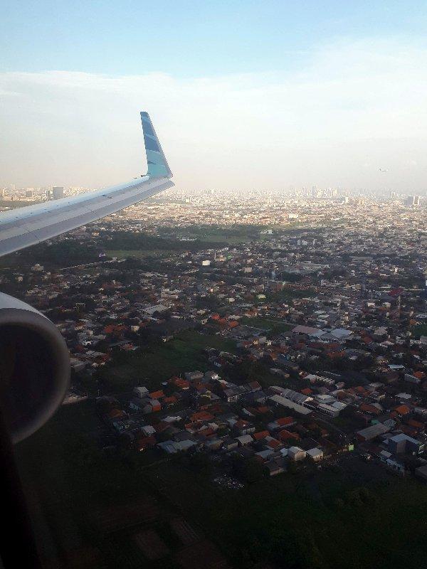 jakarta arrival window view landing garuda indonesia business class review boeing 737