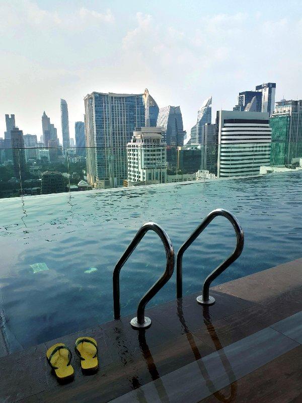 ibis styles bangkok novotel pool